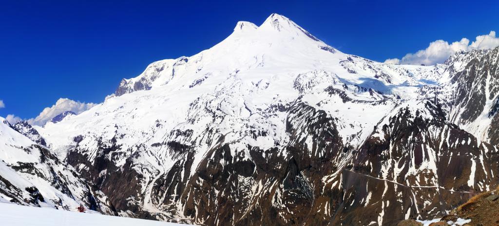 Beautiful view of mountaint Elbrus - highest peak of Europe_Adobe_Brian_Kinney-min